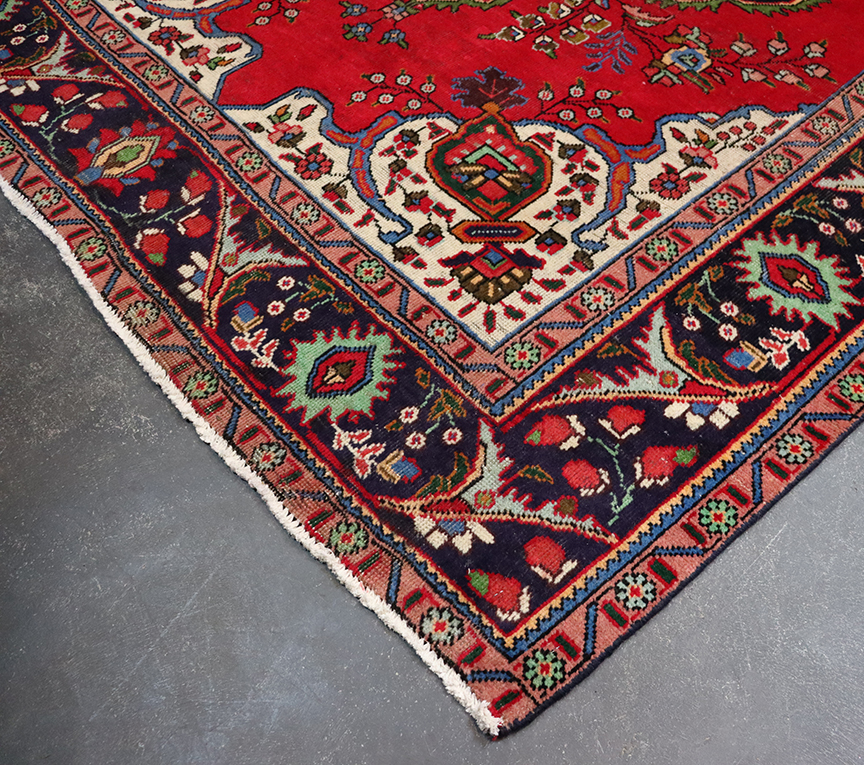Tabriz Hand-woven Wool Carpet (red)